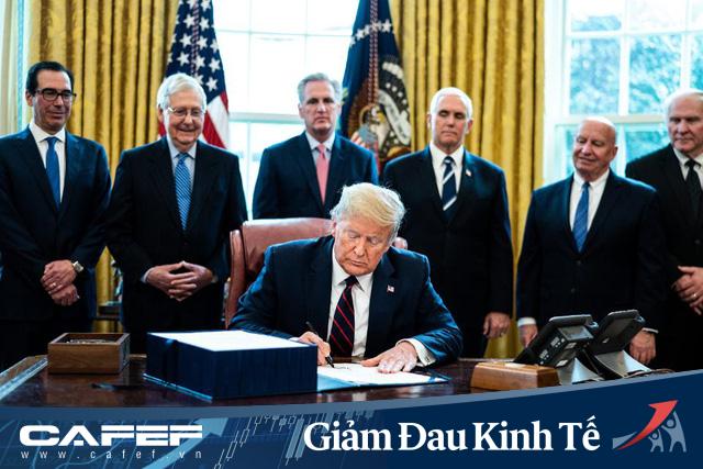 """Tung gói cứu trợ kinh tế lớn chưa từng có, ông Trump và Fed có thể khiến đồng USD bị """"nhấn chìm"""" một lần nữa? - Ảnh 1."""