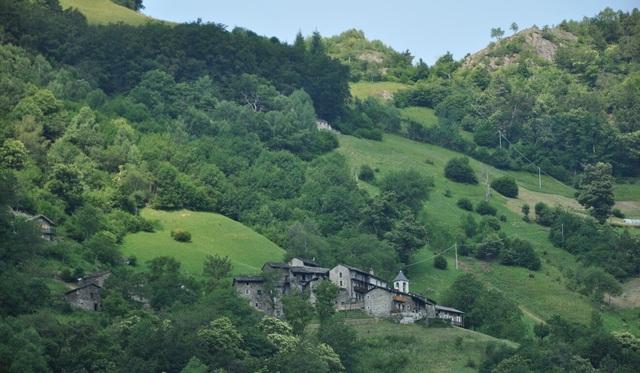 Học hỏi bí kíp cách ly xã hội từ vị ẩn sĩ 14 năm sống một mình ở ngôi làng ma trên dãy Alps: Hạnh phúc bắt nguồn từ bản thân mỗi người - Ảnh 2.