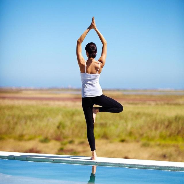 Nghỉ dài ngày vì dịch Covid-19, đừng quên sức khỏe mới là kim bài của đời bạn: Tận dụng thời gian tập yoga tại nhà vừa khỏe thể chất, vừa nâng cao tinh thần - Ảnh 2.