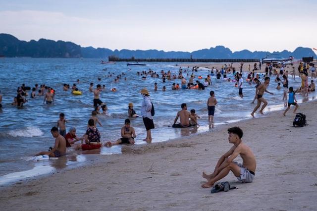 Bloomberg: Mở cửa trở lại nhưng có ý thức hơn về môi trường, hiểu biết hơn về sinh thái, tập trung vào du khách lẻ có tiêu dùng cao hậu Covid-19 có thể giúp du lịch Việt Nam bền vững hơn - Ảnh 1.