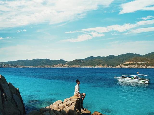 """Chinh phục đảo Bình Hưng hè này chỉ với 2,8 triệu VNĐ: Vẻ đẹp hoang sơ đầy thơ mộng của 1 trong """"Tứ Bình"""" thiên đường biển của Việt Nam - Ảnh 1."""
