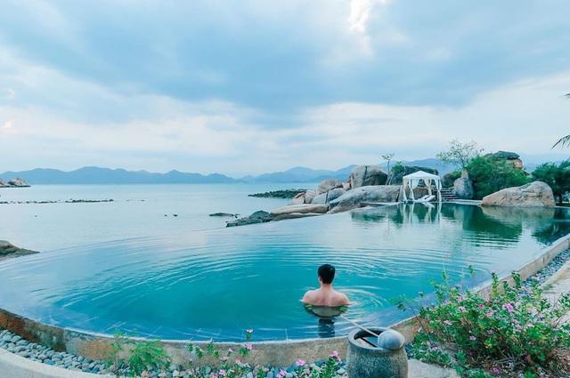 """Vịnh Ninh Vân - vùng biển được nhiều ngôi sao """"săn đón"""" nhất Việt Nam hè 2020: Thiên đường của sự bình yên tột cùng - Ảnh 16."""
