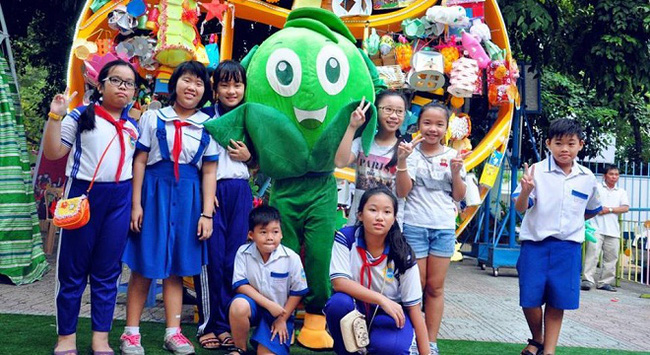 OCB xác lập kỉ lục mô hình lồng đèn tái chế lớn nhât Việt Nam