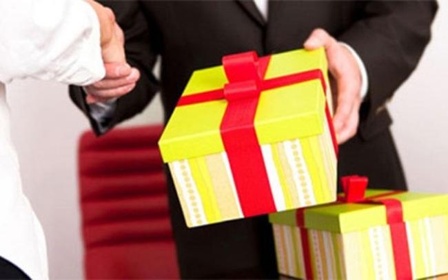 23 người nộp lại 489 triệu đồng quà tặng năm nay