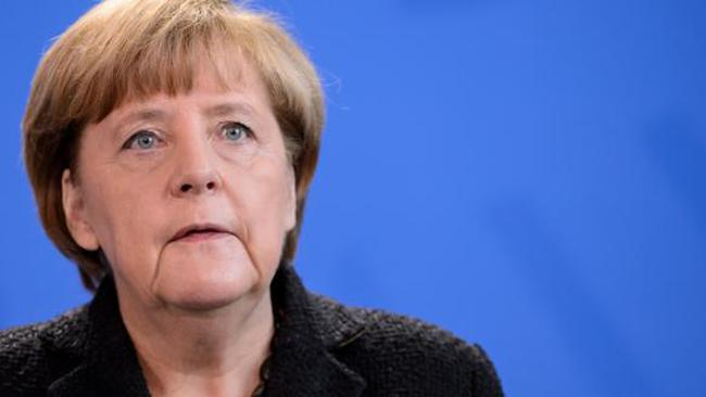 Vụ khủng bố Paris đưa Thủ tướng Đức vào thế khó
