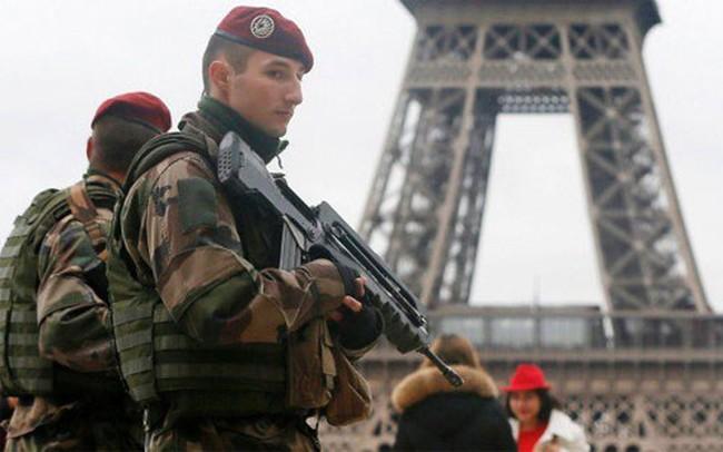 Hậu khủng bố Paris, thanh niên Pháp xếp hàng xin nhập ngũ