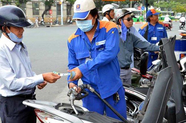 Giá xăng tiếp tục giảm hơn 800 đồng/lít từ 15h chiều nay