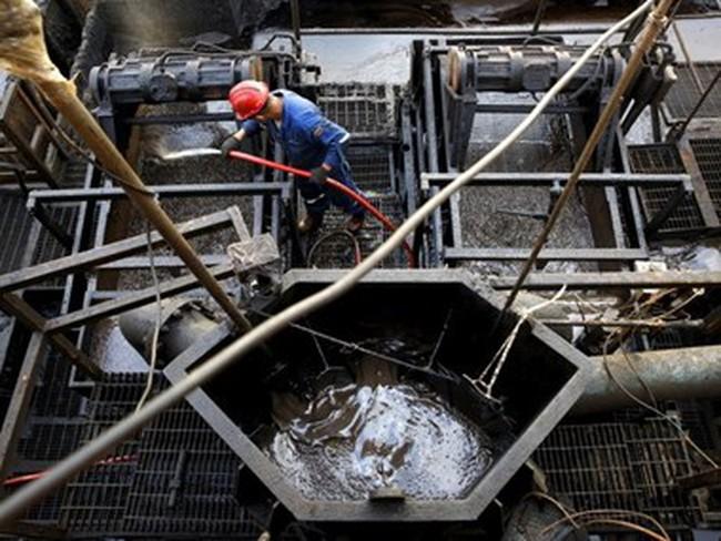 Chuyên gia Nga: Giá dầu có thể giảm xuống 25 USD mỗi thùng