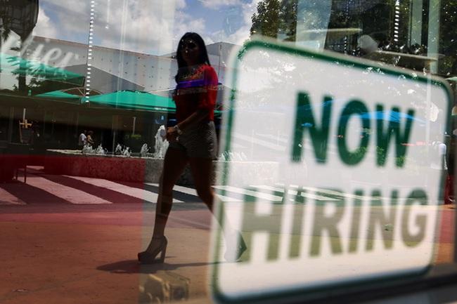 Thị trường lao động Mỹ tăng trưởng vượt dự báo