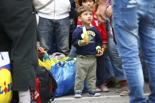 Thêm một bé trai sơ sinh chết thảm trên hành trình di cư