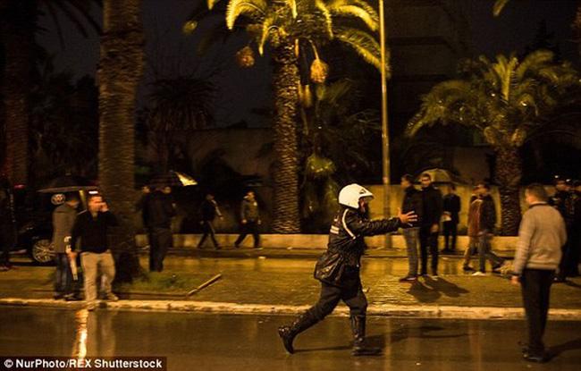 Đánh bom tự sát đoạt mạng 12 cận vệ của tổng thống Tunisia
