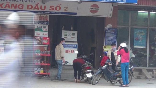 """Lật tẩy cây xăng """"móc túi"""" khách hàng"""