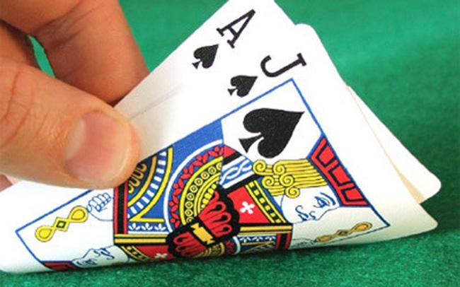"""Đề nghị bỏ tội danh đánh bạc: """"Có tiền thì đánh"""""""