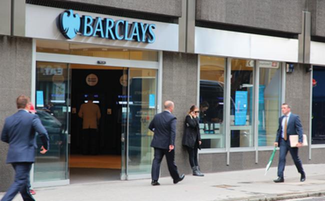 Các ngân hàng toàn cầu cắt giảm mạnh việc làm trong 10 năm tới