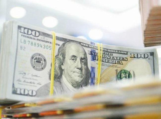 Vietcombank tăng giá bán USD thêm 20 đồng