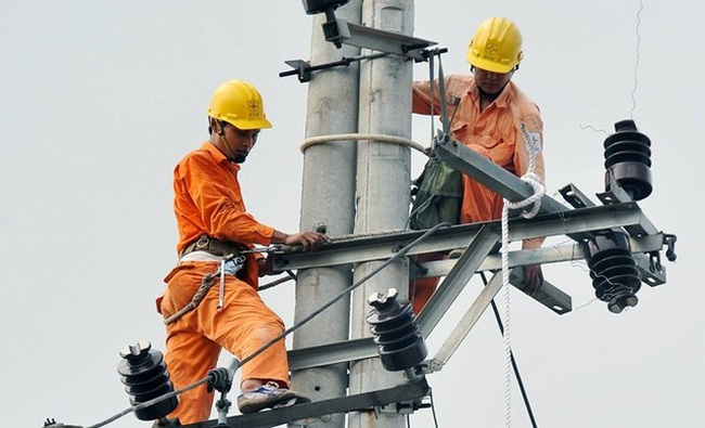 """Tiền điện tăng sốc, cách tính giá """"bí hiểm"""": """"Nhà đèn"""" hưởng lợi?"""