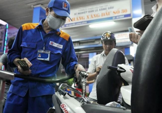 Giá dầu hỏa giảm tối thiểu 377 đồng/lít, giá xăng không giảm