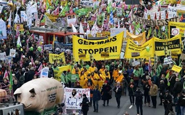 Người dân Đức biểu tình phản đối thỏa thuận tự do thương mại Mỹ-EU