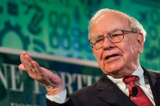 """Vì sao Buffett """"dị ứng"""" với các ngân hàng đầu tư?"""