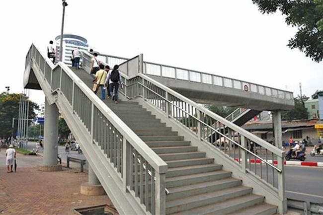 Hà Nội: Cầu vượt đi bộ qua đường Nghi Tàm sẽ xong trước 30/4/2016
