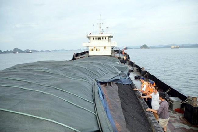 """2.000 tấn than lậu """"suýt"""" tuồn vào Việt Nam"""