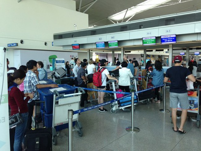 Lo lắng vì sân bay Tân Sơn Nhất quá tải