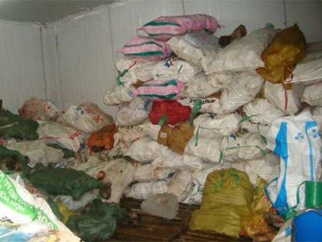 Phát hoảng với kho chứa thịt ngoại trôi nổi