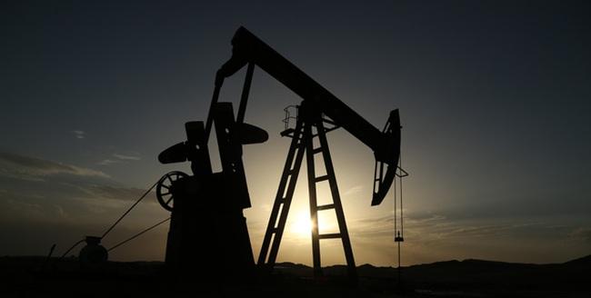 [Infographic] Giá dầu đang giảm mạnh nhất và nhanh nhất trong lịch sử?