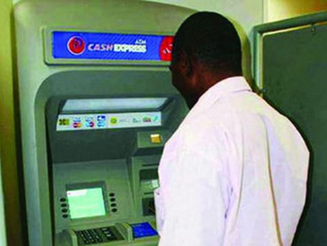 """Hơn 100 ngân hàng trên toàn thế giới bị tin tặc """"ghé thăm"""""""