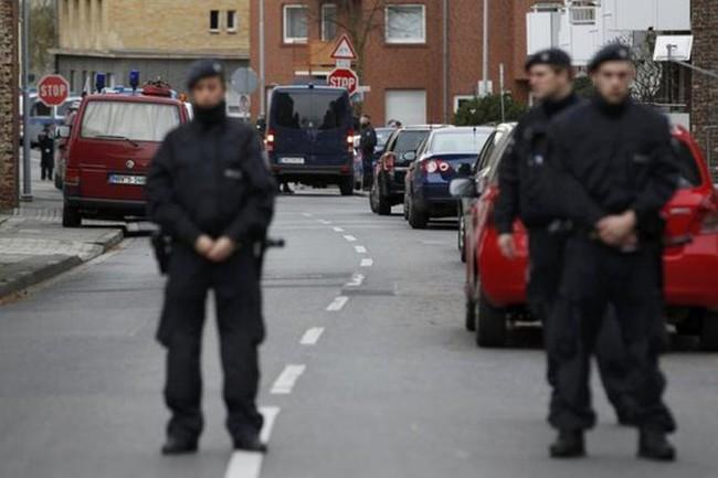 Vụ khủng bố Paris: Còn 2 nghi phạm chạy trốn