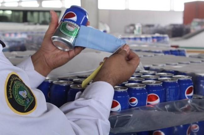 Bắt giữ 48.000 lon bia Heineken 'khoác áo' Pepsi để nhập lậu