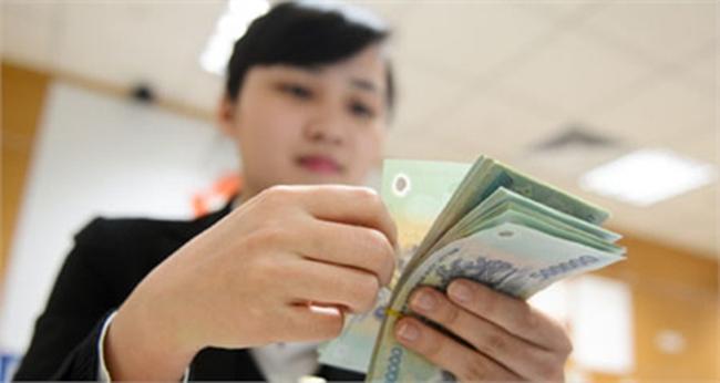 Lãi lớn, lương cao: Nhân viên ngân hàng lại sướng