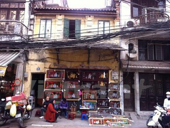 Nguy cơ mất an toàn tại những ngôi nhà xập xệ trong phố cổ