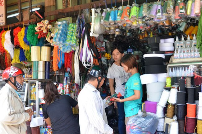 """Hàng Trung Quốc """"chiếm"""" thị trường: Chỉ lợi trước mắt"""