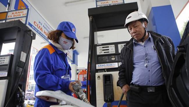 Giá dầu thô giảm mạnh: Đừng chỉ lo thu ngân sách