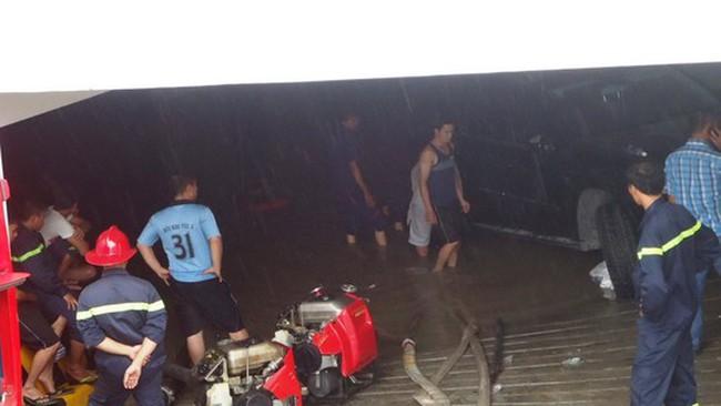 Tầng hầm chung cư gây họa: Nhiều xe hỏng do ngập nước