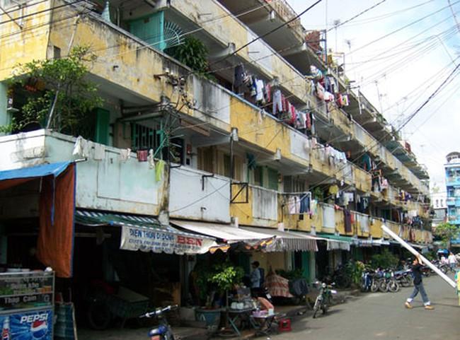 Do đâu nhiều hộ dân vẫn quyết trụ lại trong các chung cư chờ sập?