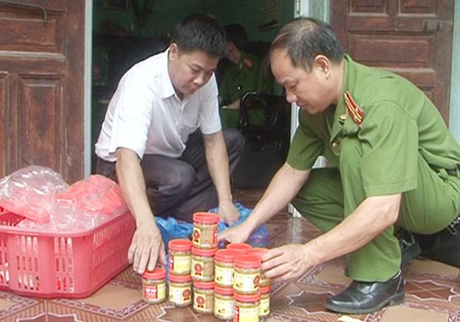 Liên tục phát hiện cơ sở sản xuất thịt chua giả