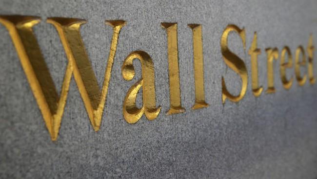 Dow Jones mất hơn 300 điểm, USD cao nhất 12 năm