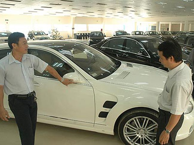 """Tháng """"cô hồn"""", tiêu thụ ô tô giảm mạnh"""