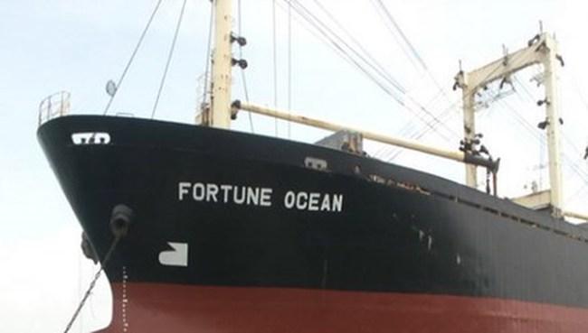 Neo đậu trái phép, một tàu nước ngoài bị xử lý