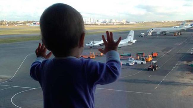 Bé 10 tháng tuổi thành biểu tượng của thảm kịch máy bay Nga