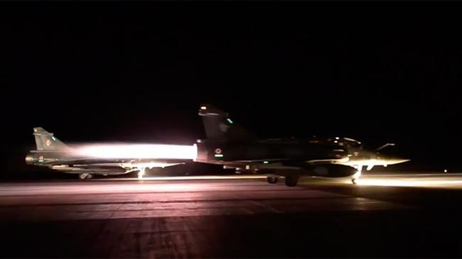 Pháp dội bom vào hang ổ IS ở Syria trả thù vụ khủng bố Paris