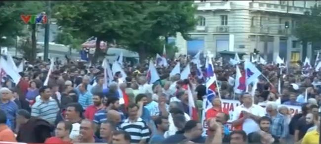 """Người dân Hy Lạp lo ngại chính sách """"thắt lưng buộc bụng"""""""