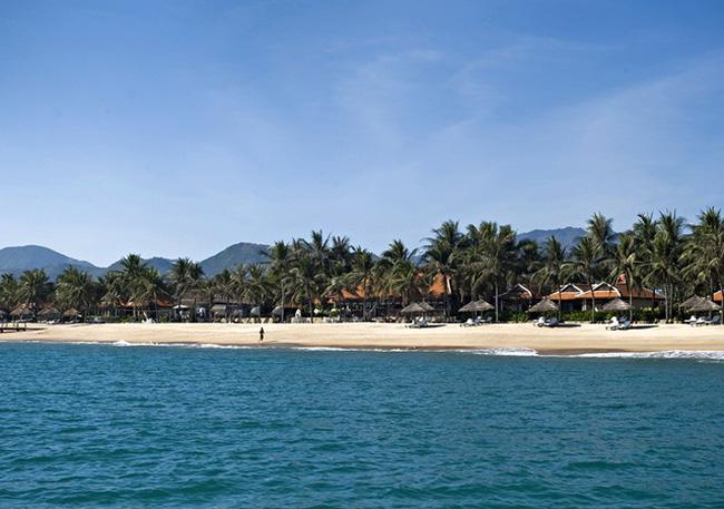 Di dời Ana Mandara khỏi bờ biển Nha Trang