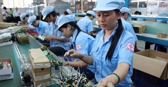 Tay nghề lao động Việt Nam không kém, thế thì năng suất thấp do đâu?