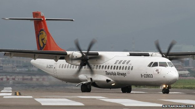 Đài Loan: Máy bay TransAsia chở 50 khách rơi xuống sông