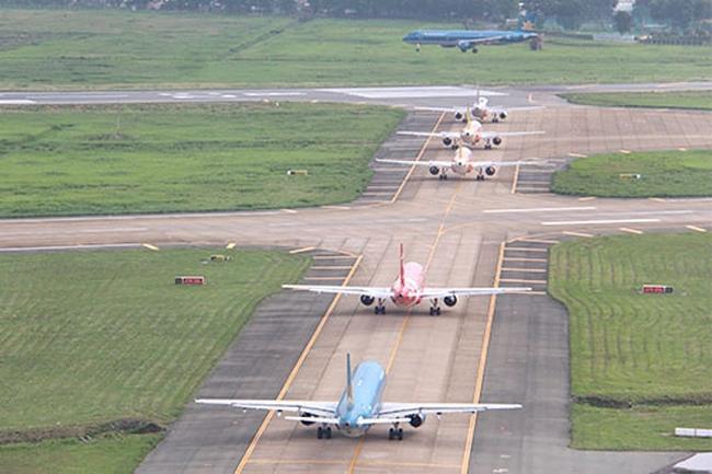 Khi sân bay Tân Sơn Nhất nghẽn cả trên trời, dưới đất