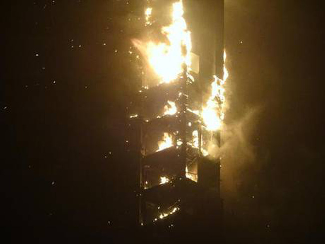 Cháy kinh hoàng tại tòa nhà chọc trời ở Dubai
