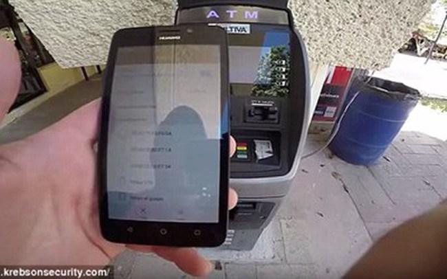 Ăn cắp tiền qua ATM: Lật tẩy thủ đoạn siêu đẳng mới của mafia Nga